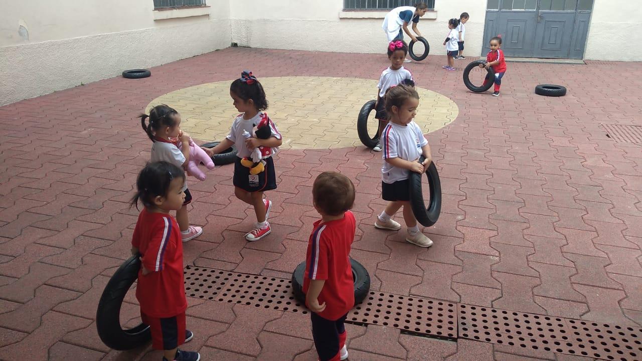Crianças do Maternal aproveitam o Dia do Brinquedo